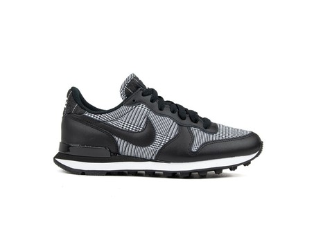 NIKE W INTERNATIONALIST...