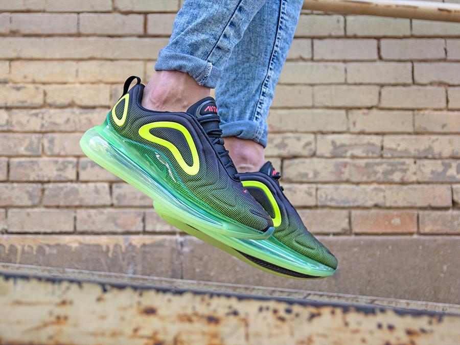 Zapatillas : Nike air max 720 black bright crimson volt the