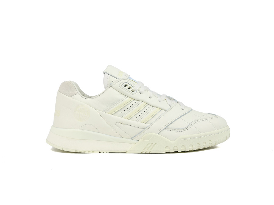 ADIDAS A.R. TRAINER OFF WHITE