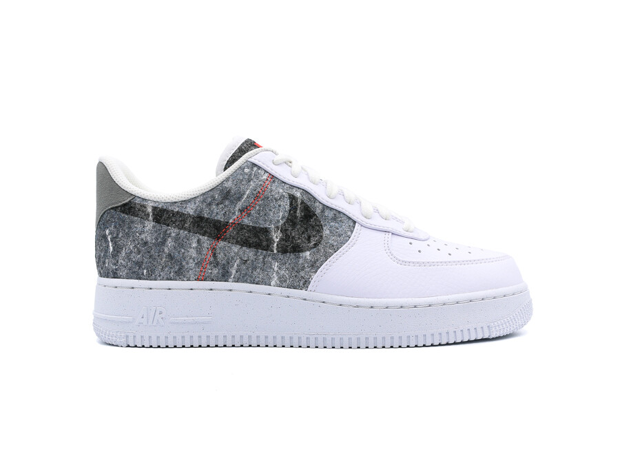NIKE AIR FORCE 1 07 LV8 WHITE CLEAR-LT SMOKE GREY-
